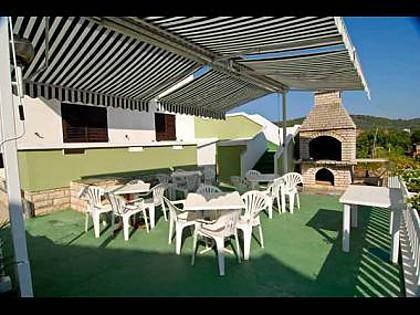 common terrace (house and surroundings) - 4930 A1(4) - Kukljica - Kukljica - rentals
