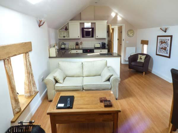 LEVERET, first floor cottage, woodburner, luxury, romantic retreat, walks from the door, near Chesterfield, Ref 919377 - Image 1 - Holymoorside - rentals