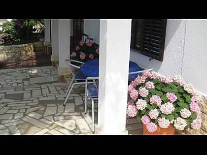 A2(2+1): garden terrace - 8213  A2(2+1) - Seget Vranjica - Seget Vranjica - rentals