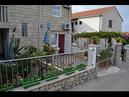 courtyard (house and surroundings) - 7501SUPE A2(6) - Supetar - Supetar - rentals