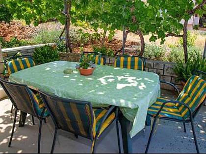 A2(4): garden terrace - A01501POST A2(4) - Postira - Postira - rentals