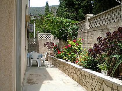 Zapad (2): garden terrace - 00304KOMI  Zapad (2) - Komiza - Komiza - rentals