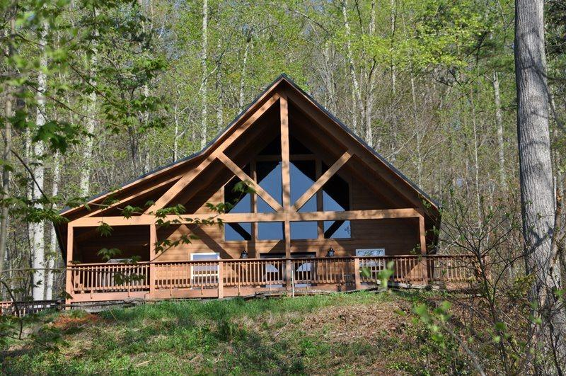 Sunrise in the Smokies - Minutes from Bryson City, Fontana Lake, and Cherokee - Sunrise in the Smokies - Quiet Mountainside Log Cabin - Amazing View, Beautiful Decor, Great Firepit, Large Hot Tub – Wi-Fi - Bryson City - rentals