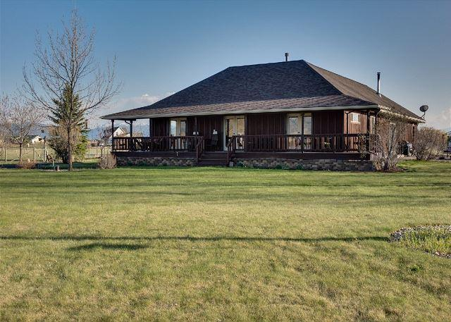Located in a quiet neighborhood with amazing views of the Bridger Mountain range.  - Mountain View - Bozeman - rentals