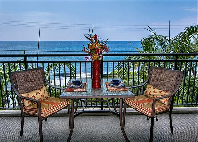 *SPECIAL WINTER RATES* Remodeled 1 bedroom Ocean front condo, right down town - Image 1 - Kailua-Kona - rentals