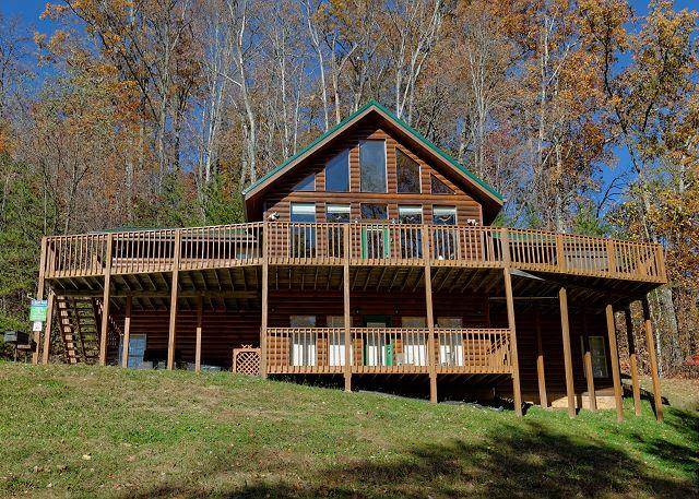 8 Bedroom Private Log Cabin Lodge in The Smoky Mountains for Large Groups - Image 1 - Gatlinburg - rentals