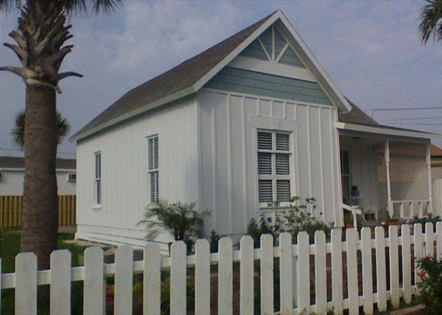 Quaint 1 bedroom cottage in the heart of Port Aransas! - Image 1 - Port Aransas - rentals
