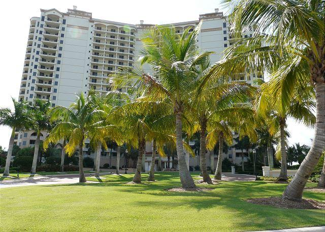 Naples condo w/ heated pool in gated community just minutes from Marco Island - Image 1 - Naples - rentals