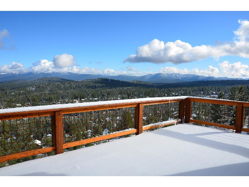 View from upper deck. - 5 bds/sleeps 14 hill-top home with panorama view - Truckee - rentals