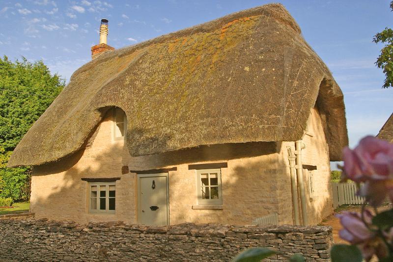Daffodil Cottage - Image 1 - Kemble - rentals