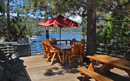 Cozy Lakefront - breathtaking views - Cozy Lakefront Cabin where you can lounge lakefront at this cozy Vacation Cabin with outdoor hot tub and close to shopping in Big Bear. - Big Bear Lake - rentals