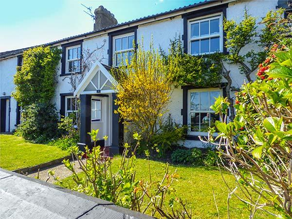 1 COURT END COTTAGE, fire and woodburner, WiFi, pet-friendly cottage near beach, Silecroft, Ref. 906719 - Image 1 - Silecroft - rentals