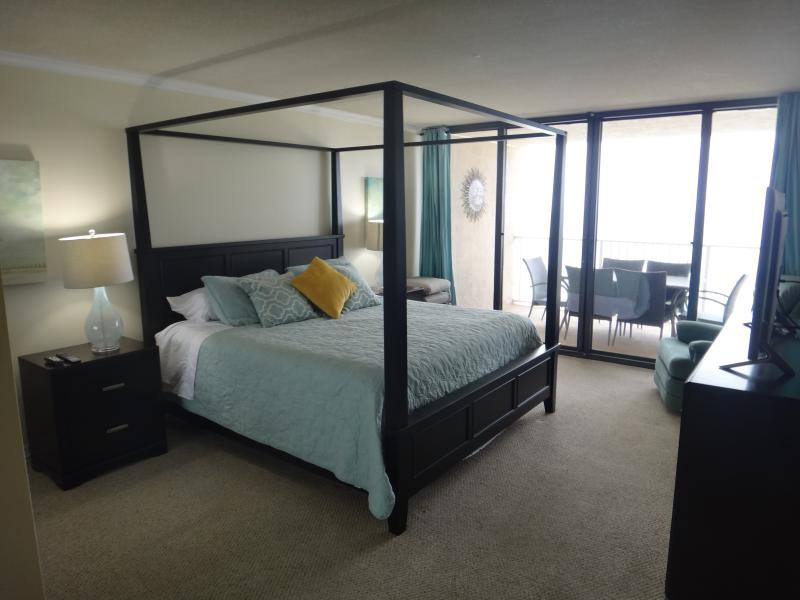 Large Master Bedroom with King Size bed overlooking the ocean! - Newly updated Spacious Oceafront 2 bed/2 bath - Panama City Beach - rentals