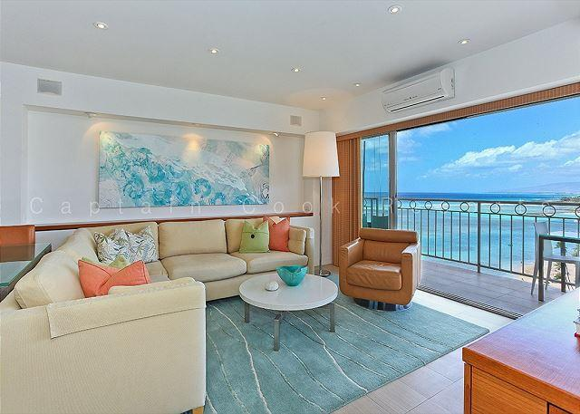Luxurious Beachfront 2 master suites - perfect for couples, FREE parking. - Image 1 - Waikiki - rentals