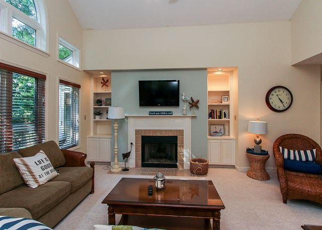 Living Area - 7627 Huntington-Quick150 yards walk to the beach. - Hilton Head - rentals