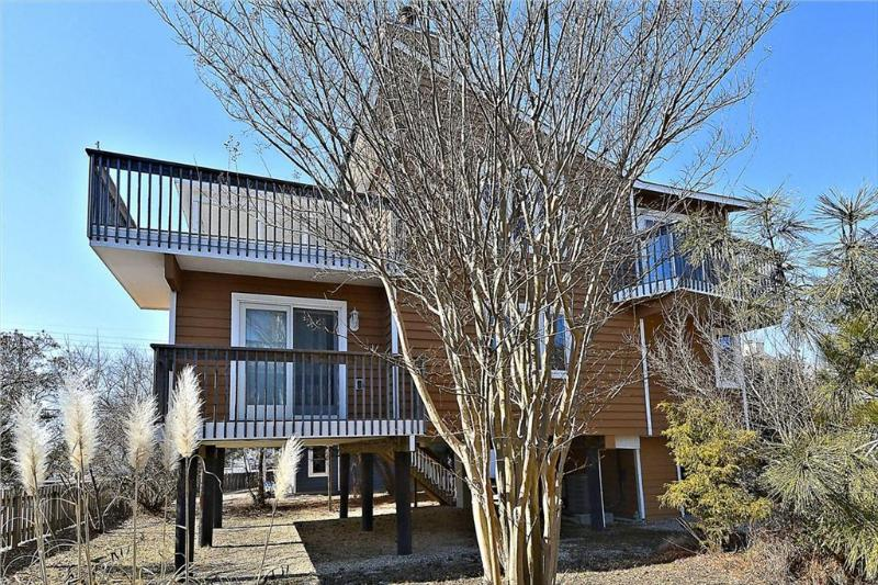 Nice 4 bedroom, 2.5 bath home with many extras - less then 1 block to the beach! - Image 1 - South Bethany Beach - rentals