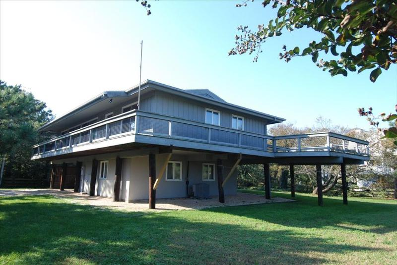 Great location only one house back from the ocean! - Image 1 - Cedar Neck - rentals