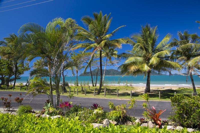 Apollo Jewel 1- View to Beach and Dunk Island  - Apollo Jewel - 1 - Mission Beach - rentals