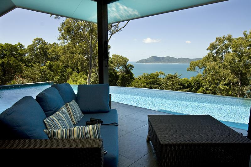 Horizons On Mission - Lounge to Dunk Island  - Horizons on Mission - Mission Beach - rentals