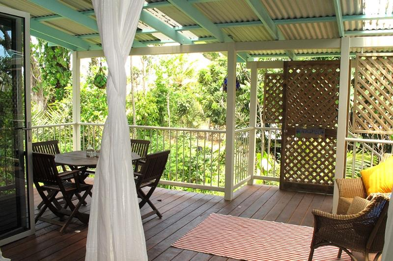 Lillypads Beach Shack- Inside to Deck - Lillypads Beach Shack - Mission Beach - rentals