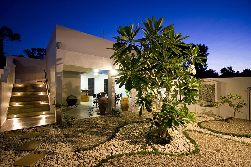 Lillypads By The Beach - Central Courtyard  - Lillypads by the Beach - Mission Beach - rentals