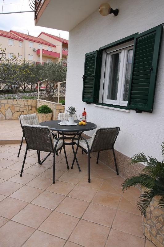 A1(5): terrace - 02112OKRG A1(5) - Okrug Gornji - Okrug Gornji - rentals