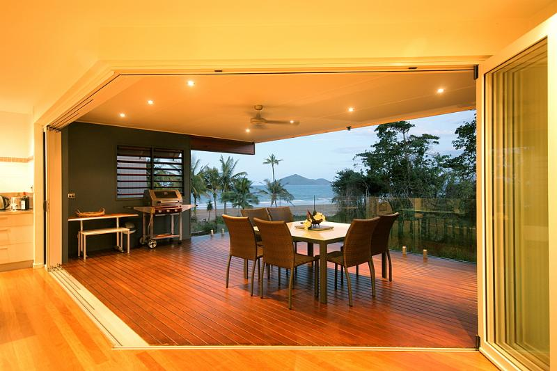 Pulo Views -Large Verandah  - Pulo Views - Mission Beach - rentals