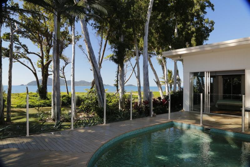 The Boat House- view to Dunk Island  - The Boat House - Mission Beach - rentals