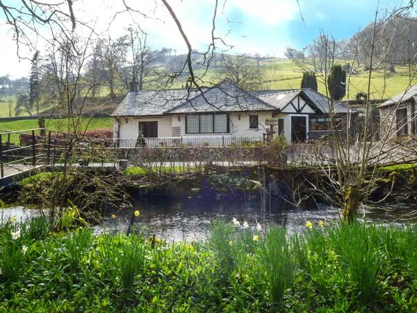 RIVERSIDE, all ground floor, private jetty and bridge over Torver Beck, WiFi, en-suite facilities, near Coniston Water, Ref 922436 - Image 1 - Satterthwaite - rentals