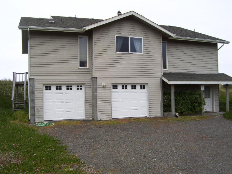 BEACH COMBER FROM STREET SIDE - Beach Comber At Rogue Shores Gold Beach Oregon - Gold Beach - rentals
