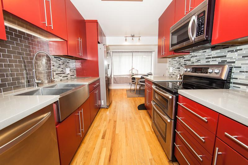 Newly remodeled, this kitchen is oh so awesome. And yes, that is an apron-front sink. - Newly Remodeled Modern SLC SKI Home With a hot tub - Salt Lake City - rentals