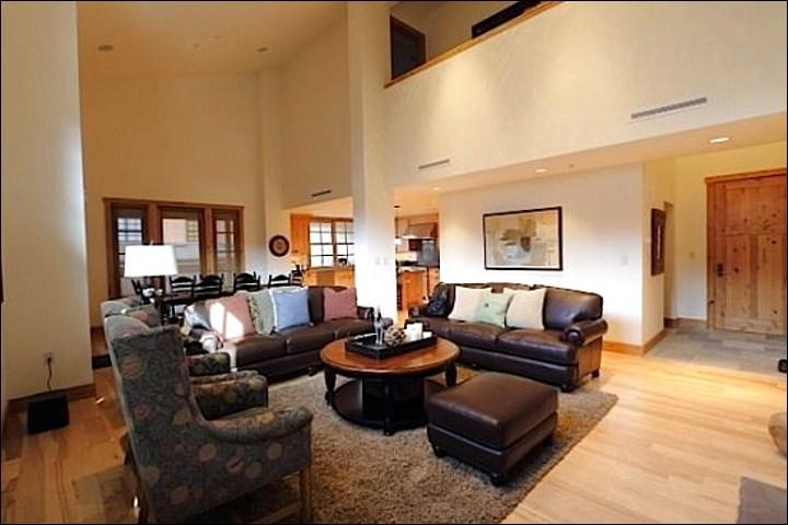 Large Open 2 Story Living Area - Centrally Located  - Common Area Hot Tub and Pool (1105) - Sun Valley - rentals