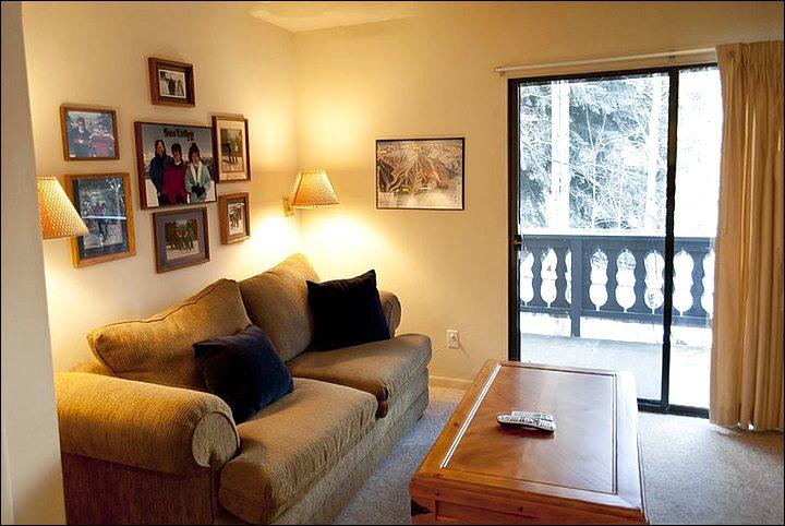 Living Room with Deck View - Year Round Swimming  Pool and Hot Tub - Great Condo with All the Comforts of Home (1132) - Ketchum - rentals