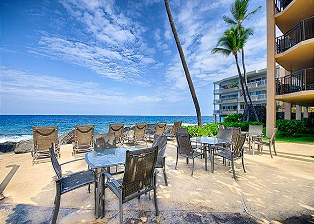 Oceanfront 2 bedroom condo with amazing Ocean and Sunset views - Image 1 - Kailua-Kona - rentals