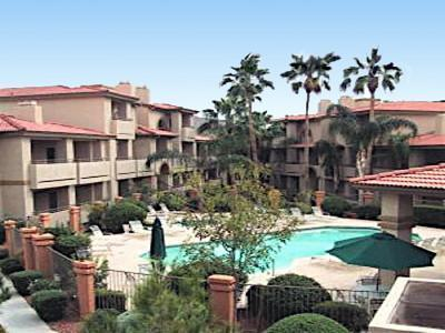 Big pool heated w/ b q grills , shows, and bathrooms - Vacation Rental Phoenix - Phoenix - rentals