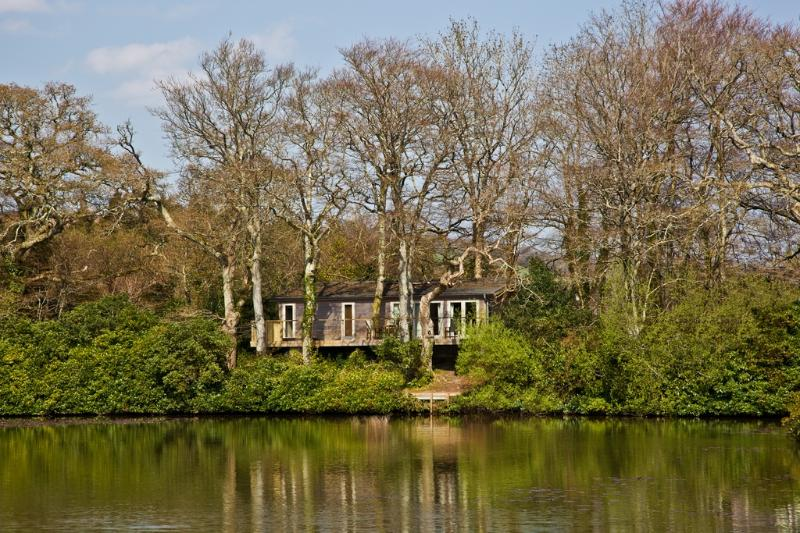 Great Combe Lodge, 12 Indio Lake located in Bovey Tracey, Devon - Image 1 - Bovey Tracey - rentals