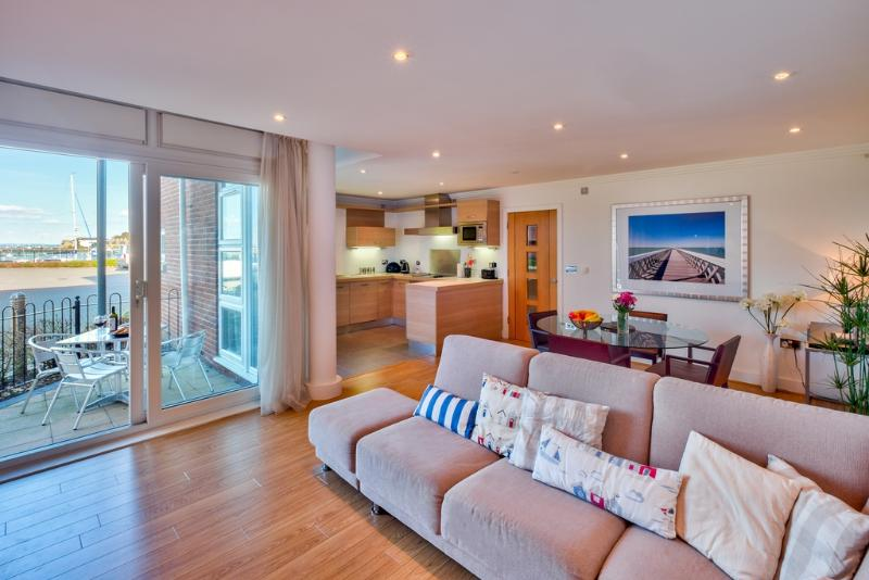 28 Marinus Apartments located in Cowes, Isle Of Wight - Image 1 - Cowes - rentals