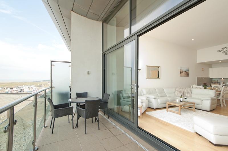 The Penthouse, Horizon View located in Westward Ho!, Devon - Image 1 - Westward Ho - rentals