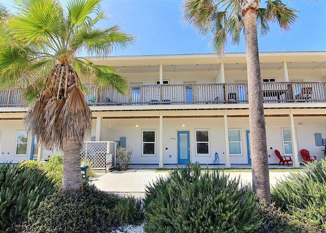 Welcome to The 19th Hole - Surfin' Seahorse: Walking Distance to Beach, Wifi, Pool, *FREE GOLF CART *ST - Port Aransas - rentals
