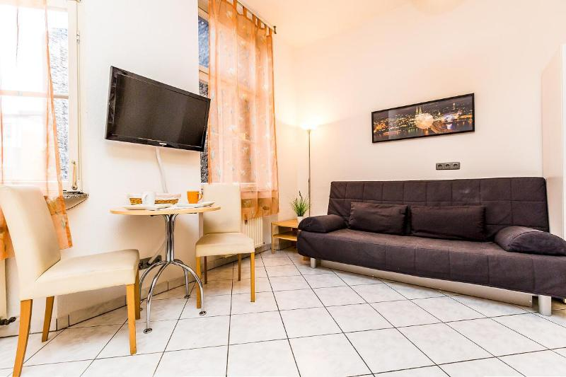 Central located apartment in nice neighbourhood - 80 Cozy apartment for two in Cologne Südstadt - Cologne - rentals