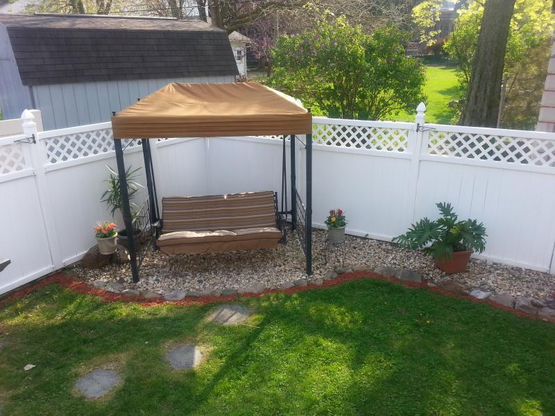 Beautiful backyard swing - Casa Atello - Minutes to Hershey Park! - Hummelstown - rentals
