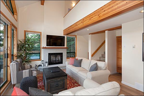 Bright Open Living Area with Gas Fireplace - Private Hot Tub - Private Two Car Garage (4044) - Whistler - rentals