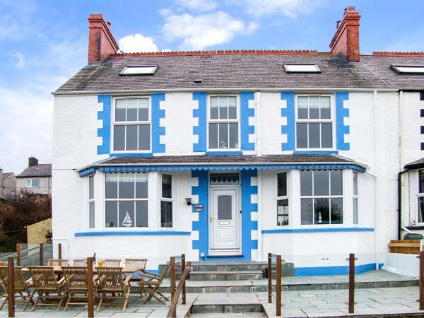 BRYN TEG, hot tub, WiFi, woodburner & fire, sea views, moments from the beach, pet-friendly, Cemaes Bay, Ref. 23824 - Image 1 - Cemaes Bay - rentals