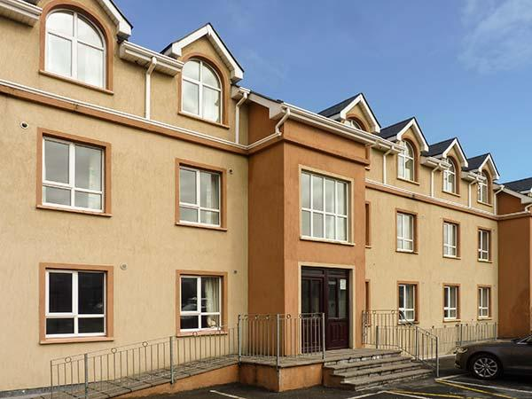 ATLANTIC POINT, first floor apartment, en-suite, open plan living area, in Bundoran, Ref 923196 - Image 1 - Bundoran - rentals