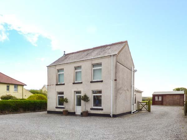 RALEIGH HOUSE, detached, hot tub, off road parking, enclosed garden, in Swansea, Ref 923708 - Image 1 - Swansea - rentals
