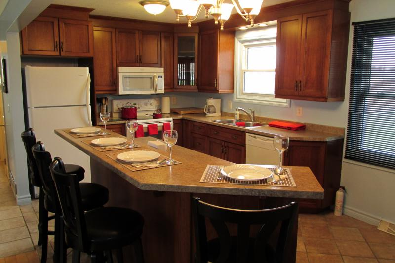 Open Concept Kitchen and Dining Areas Provide for a Relaxing Atmosphere - Anchors Away - The Place To Stay AWAY From Home! - Leamington - rentals