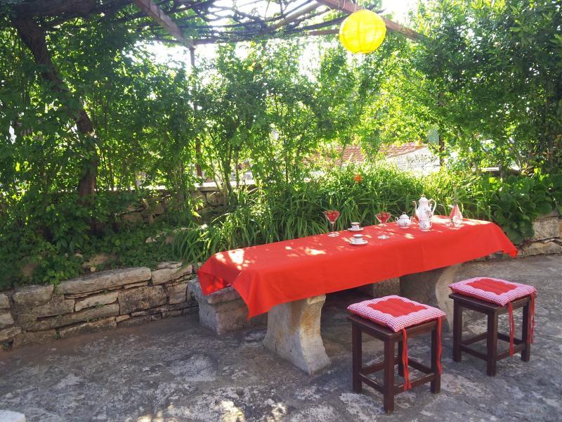 Dinning area in the garden - Comfortable house with garden, terrace, free wifi. - Rakalj - rentals
