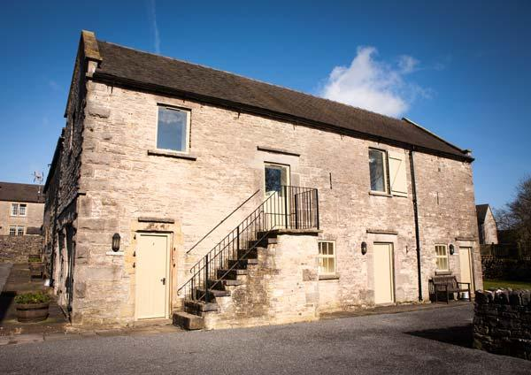 REDHURST COTTAGE, part of the Chatsworth Estate, pet-friendly, woodburner in - Image 1 - Wetton - rentals