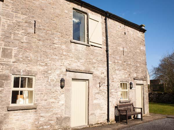YEW TREE COTTAGE, part of the Chatsworth Estate, pet-friendly, woodburner in - Image 1 - Wetton - rentals