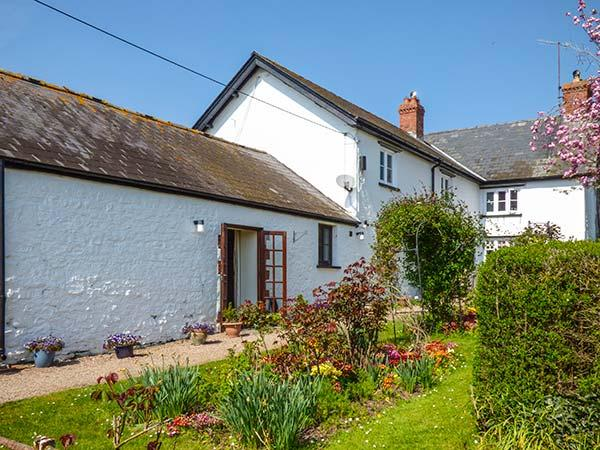 COED Y GELLI, romantic, character holiday cottage, with open fire in Abergavenny, Ref 2973 - Image 1 - Abergavenny - rentals